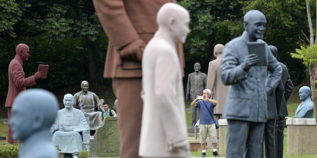 Le parc de Cihu, à Taïwan, où plus de 200 statues controversées de Tchang Kaï-chek ont été reléguées.