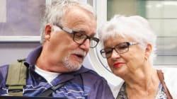El regalo son ellos: la emocionante reflexión tras la foto de dos abuelos en el metro esta