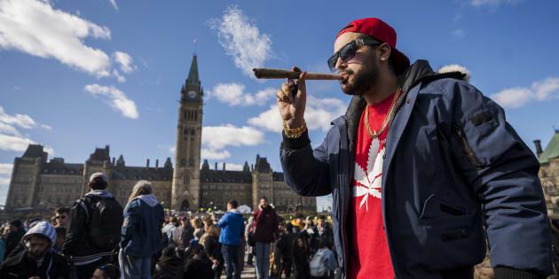 Regroupement devant le parlement à Ottawa à l'occasion de la journée 420, le 20 avril dernier.