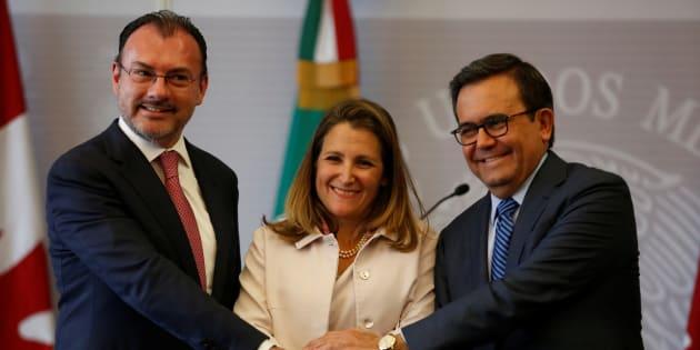 El secretario de Relaciones Exteriores, Luis Videgaray, el secretario de Economía, Ildefonso Guajardo y la ministra de Asuntos Exteriores de Canadá, Chrystia Freeland .