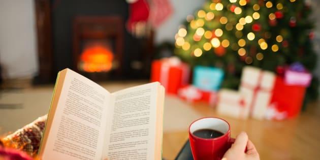 À l'approche de Noël, pourquoi aime-t-on regarder les mêmes films et relire les mêmes livres?