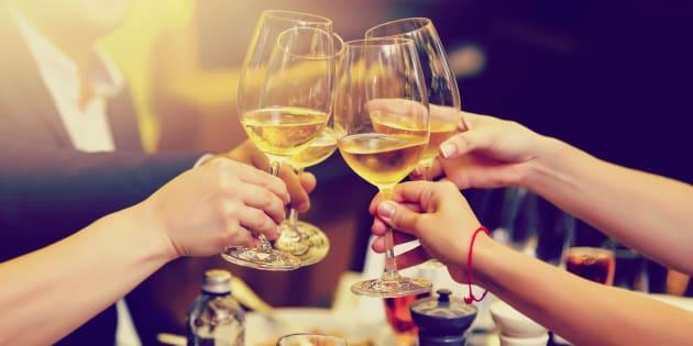 L'éthanol joue un rôle fondamental dans l'attrait pour le jus fermenté, sinon il serait de raisin (le jus). La molécule active le cortex, relâche les muscles, désactive les barrières.