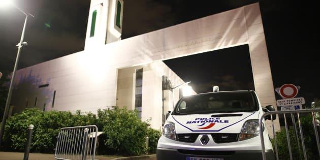 Le chauffeur qui a visé la mosquée de Créteil est schizophrène.