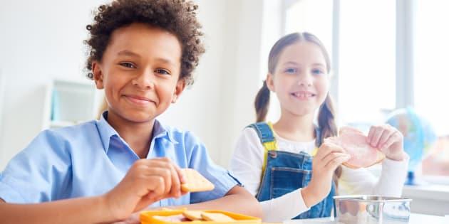 Petit-déjeuner gratuit dans les écoles : Que donner aux enfants en fonction de leur âge?