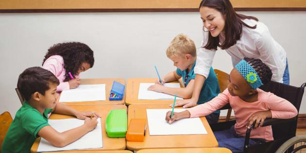 Auxiliaire de vie scolaire, j'accompagne des élèves en situation de handicap entre fierté et précarité