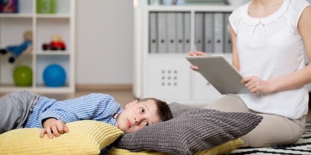 Mamans d'enfants autistes, nous mettons en garde contre ces traitements alternatifs qui mettent les enfants en danger.