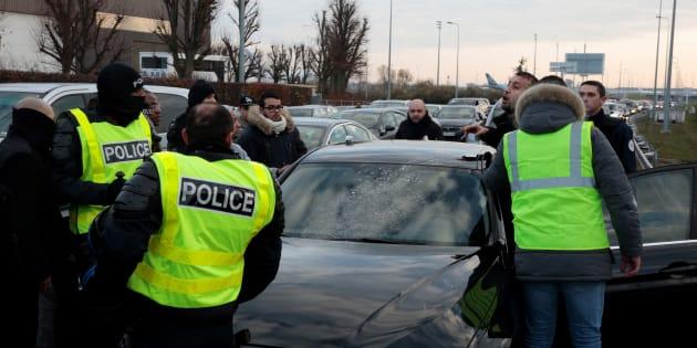 """Uber porte plainte et veut une protection policière après de """"graves violences"""" impliquant des chauffeurs VTC"""