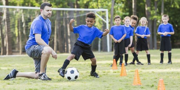 Priver les clubs de foot et les associations des contrats aidés, c'est mettre en danger le vivre ensemble.