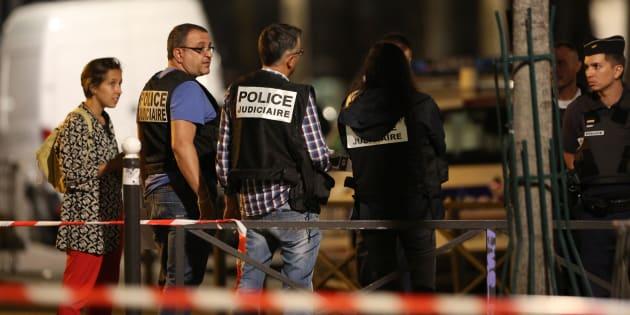 Parigi, armato di coltello ferisce 7 passanti