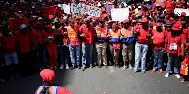 Members of the Congress of SA Trade Unions (Cosatu) take part in a nationwide strike in Johannesburg October 7, 2015. The march for workers' right is also a protest against retrenchments in the mining and steel sectors, e-tolls and unemployment.  REUTERS/Siphiwe Sibeko