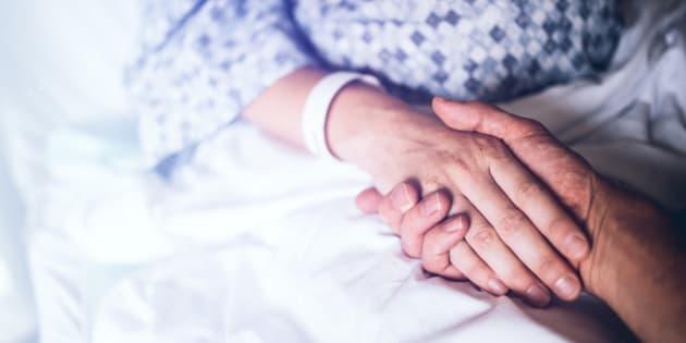 Va a trovare la moglie in ospedale, ma scopre che è morta e nessuno l