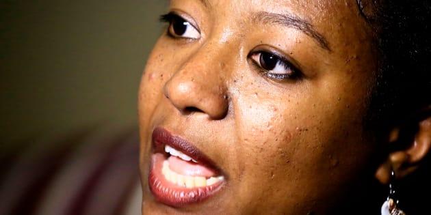La activista sudanesa por los derechos de las mujeres Wini Omer, durante una entrevista con AFP en Jartum, capital de Sudán, el 14 de mayo. La semana pasada, cuando una adolescente sudanesa fue condenada a muerte por matar a su marido, que supuestamente la violó, las activistas supieron que acababa de comenzar una nueva lucha por los derechos de las mujeres en Sudán.