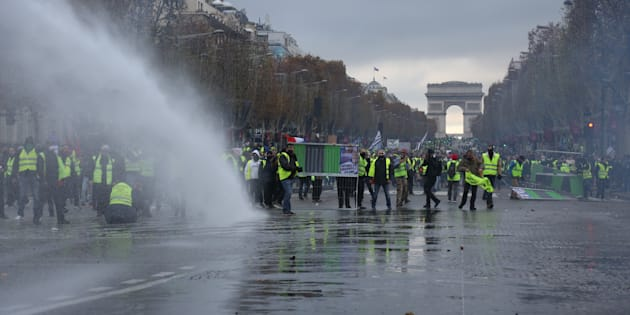 La protesta de los chalecos amarillos, el pasado 24 de noviembre, cerca del Arco del Triunfo de París.
