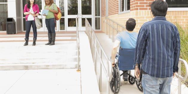 """Il avait partagé l'histoire de son fils recalé d'une école à cause de son handicap, ce papa a reçu un """"soutien incroyable (photo d'illustration)"""