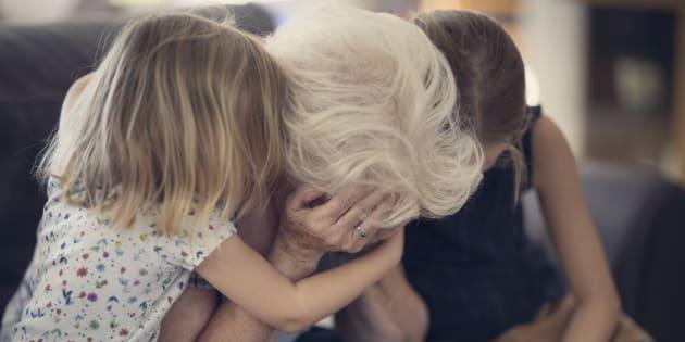 Les survivants doivent souvent porter ce qu'on appelle le «deuil par suicide», une forme particulière de deuil et d'adaptation après le décès d'un membre de la famille, d'un ami ou d'un contact étroit.