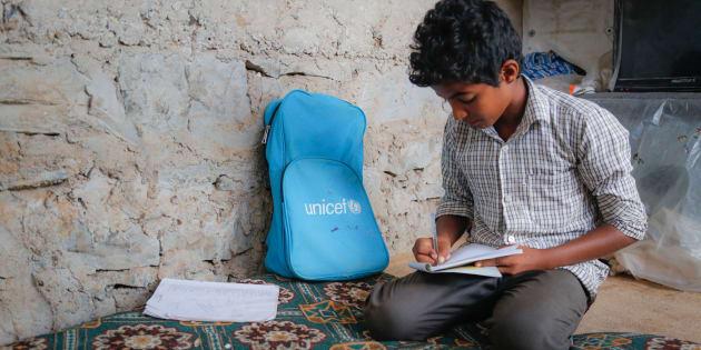 YEMEN. Il piccolo Ahemd, 12 anni, costretto a lasciare la sua casa a Taiz per spostarsi nella città di Aden, vorrebbe tornare a casa per andare a scuola e incontrare di nuovo i suoi amici.