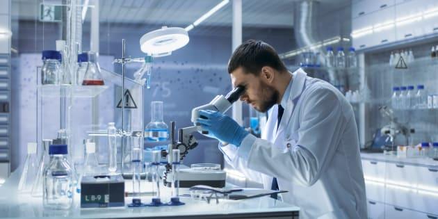 Il est de la responsabilité des entreprises qui font appel à des procédures chimiquesde se conformer à la loi en intégrant à leurs activités professionnellesl'expertise d'un chimiste professionnel.