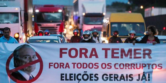 Os protestos pela saída do presidente e por eleições diretas tomam o Brasil.