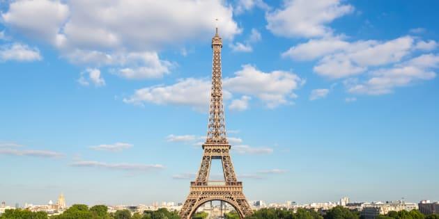 La imagen de la torre eiffel con la bandera de espa a por for Cuando se construyo la torre eiffel
