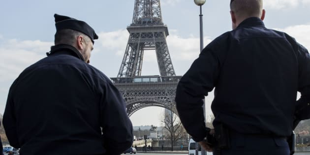 Risultati immagini per Parigi, armato di coltello uccide madre e sorella al grido di Allah Akbar. Freddato dalla polizia