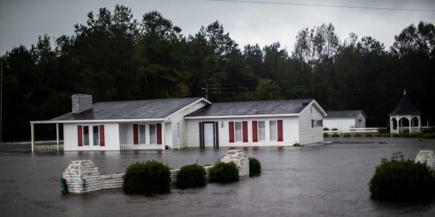 Una casa inundada después de la lluvia que dejó el huracán Florence en el condado de Wallace, Carolina del Norte.