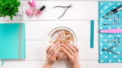 Smalto, manicure e pedicure a casa. 10 prodotti per mani e piedi perfetti, senza andare