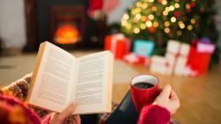 À l'approche de Noël, pourquoi aime-t-on regarder les mêmes films et relire les mêmes