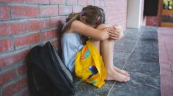È l'unica italiana in una classe di bambini stranieri a Modena. La mamma la ritira dalla scuola: