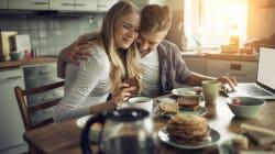 10 pequeñas cosas que hacen las parejas felices por las