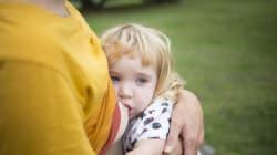 Allaiter jusqu'à deux ans: une charge ou un