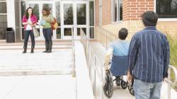 L'histoire de cet étudiant recalé d'une école à cause de son handicap a reçu un