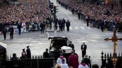 Une soixantaine de proches de Johnny en route pour l'enterrement à