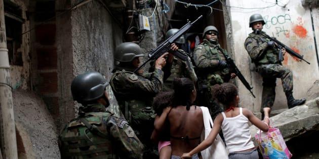 Prefeito do Rio quer aplicar argamassa blindada em escolas.