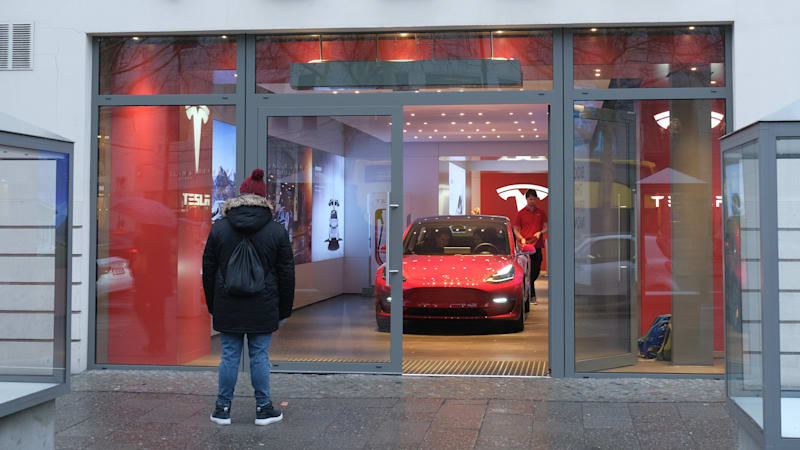Frankfurt Electric Carmaker Tesla Has Committed To Stop Using Fuel Savings Estimates Advertise Its Model 3 Online A German Industry Ociation Set Up