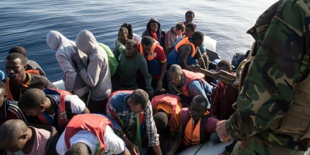 Immigrazione, in due giorni 8.300 migranti sbarcati. Minniti anticipa rientro dagli Usa
