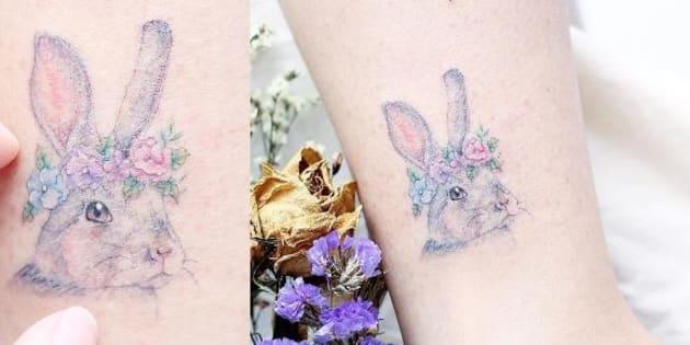 Les tatouages de Mini Lau sont petits et colorés.