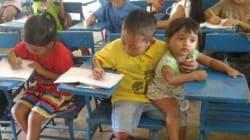 Los niños filipinos que cuidan a sus hermanos mientras asisten a