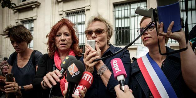 Des centaines de femmes rassemblées à l'appel de Muriel Robin — Violences conjugales