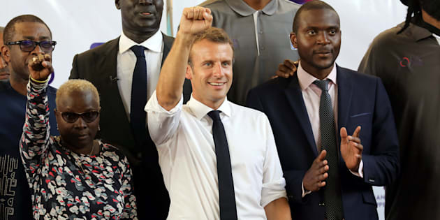 Emmanuel Macron avec la chanteuse franco-béninoise Angélique Kidjo à Lagos, Nigéria, le 4 juillet 2018.