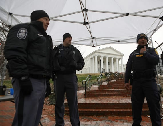 Vows of peace, fears of violence at Va. gun rally