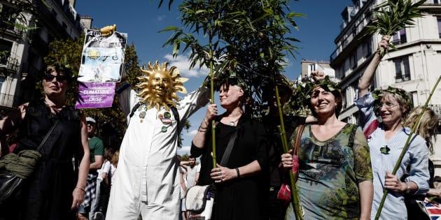 Des manifestants participant à la marche pour le climat à Paris, samedi 8 septembre