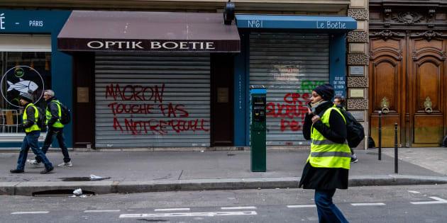 """Le représentant des PME redoute de possibles """"défaillances nombreuses"""" à cause des gilets jaunes (Photo d'illustration prise à Paris le samedi 8 décembre 2018)."""