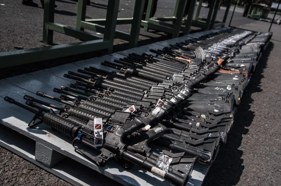 CIUDAD DE MÉXICO, 16MARZO2018.- La Secretaría de la Defensa Nacional realizó la Ceremonia Destrucción de Armas de Fuego, en donde se destrozaron ejemplares de las  mil 800 armas que el Ejército mexicano ha asegurado al crimen organizado mediante operativos especiales.