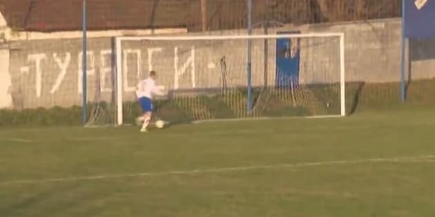 Vision of a hopeless shot on goal is going viral.