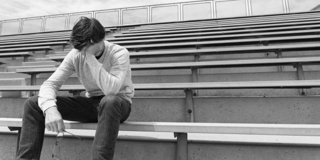 Bocciato in quarto superiore, 18enne si suicida buttandosi s