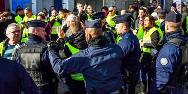 Plusieurs blocages sur le périphérique parisien — Gilets jaunes