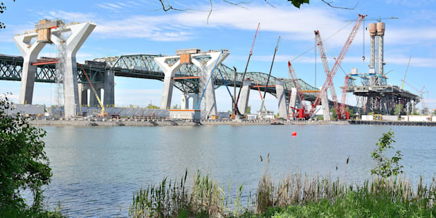 Photo de la construction du nouveau pont Champlain.
