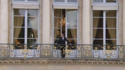 Cette image de Hollande au balcon de l'Elysée résume la passation de