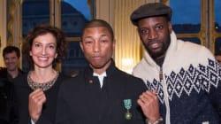 Pharrell Williams sans son chapeau pour recevoir l'ordre des Arts et des Lettres à