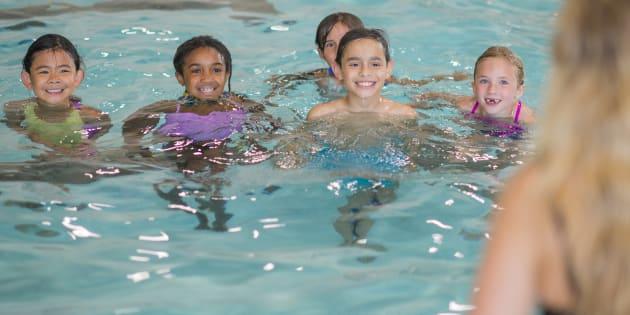 Le jour où j'ai accompagné mes enfants à une sortie piscine, j'ai compris pourquoi leur maîtresse était une héroïne.
